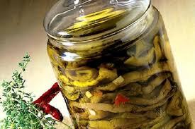 Verdure marinate in casa. Attenzione al botulino!