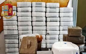 Notizia recente è il sequestro di una tonnellata di hashish a Milano. Il  sequestro ha un valore stimato attorno agli 11 milioni di euro. c0d66126c67